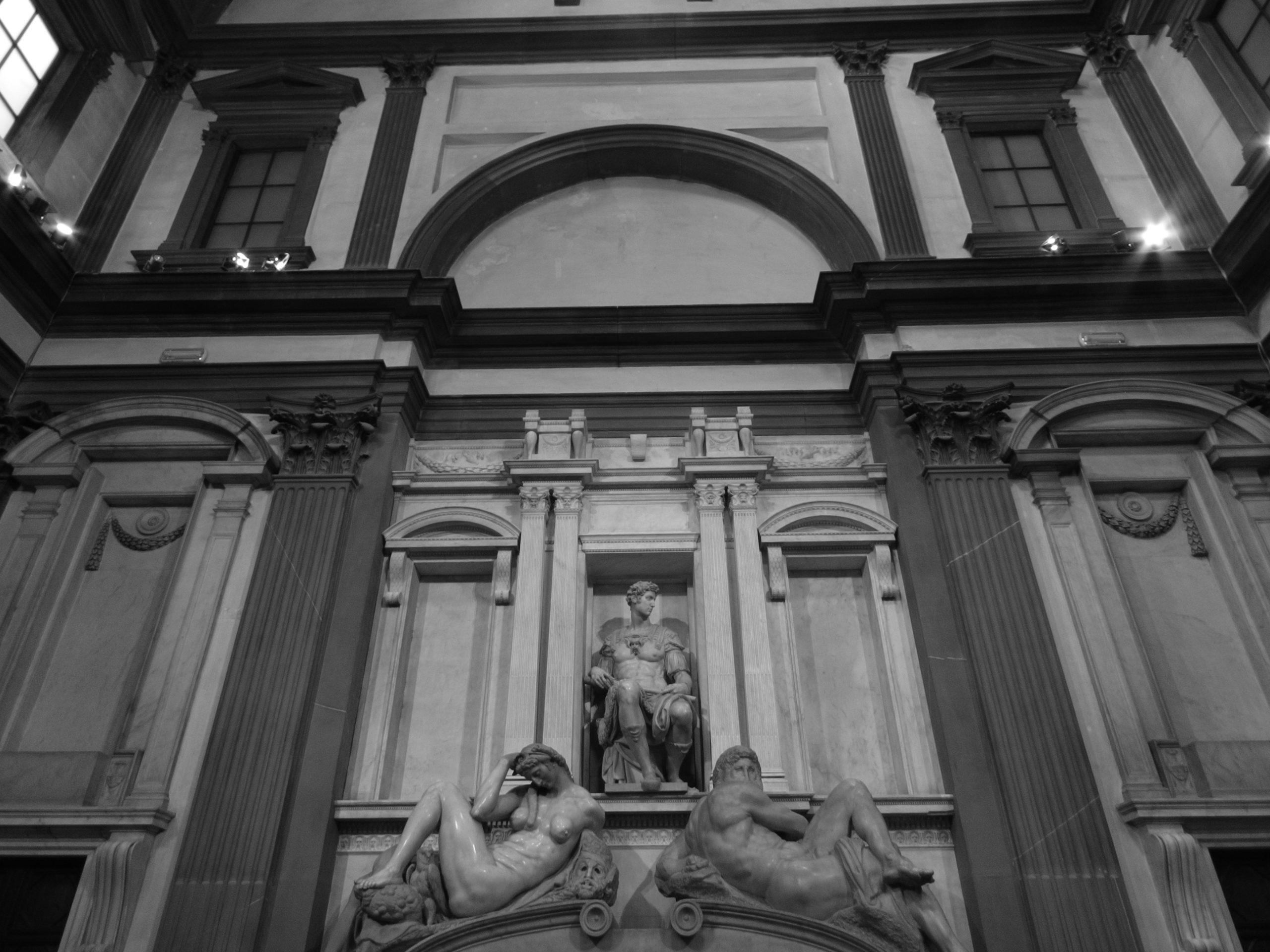 Nowa Zakrystia, Florencja, grob Giuliano
